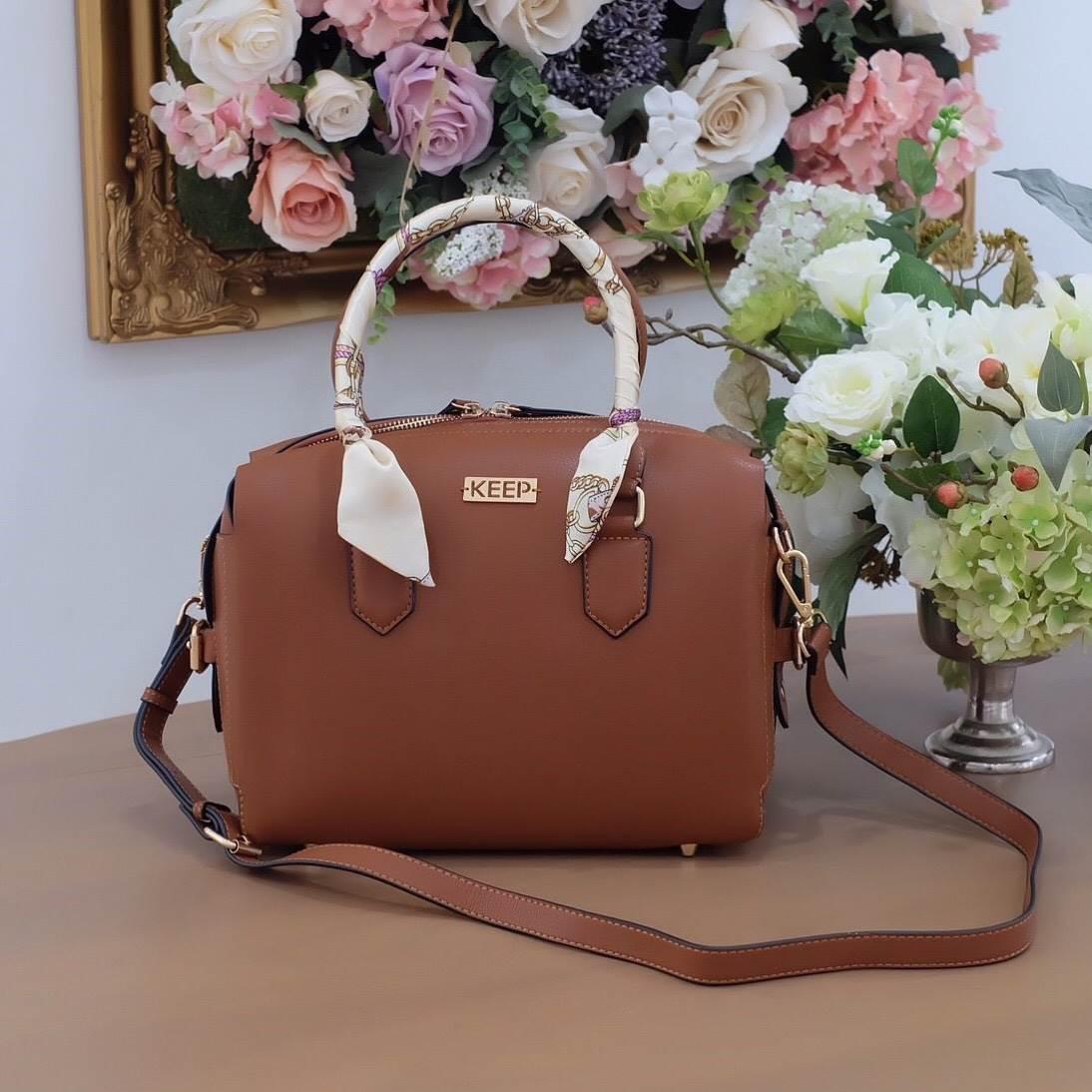 กระเป๋า Keep รุ่น Pillow bag มาพร้อมผ้าพันหูกระเป๋าสวยหรู
